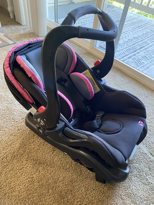 Babytrend car seat and base for Sale in Tacoma, WA