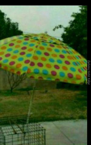 Umbrella buenas condisiones for Sale in Baldwin Park, CA