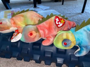 Iggy the Iguana - Rare & Retired Beanie Babies (2 w/PE Pellets, 1 with PVC) for Sale in Sacramento, CA
