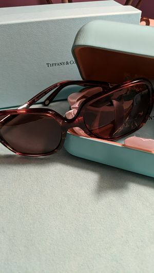 Tiffany &.Co square brown gradient with brown lenses for Sale in McKeesport, PA