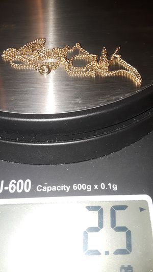 14k Gold chain 2.5 grams 18 inches long for Sale in Des Plaines, IL