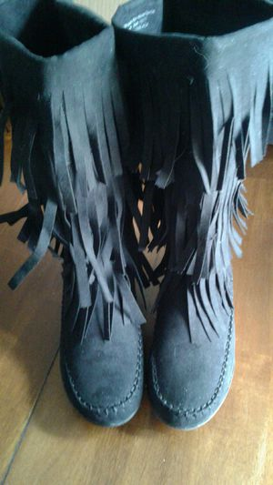 Brand new black boots Fringe moccasin 6 and 1/2 for Sale in Albuquerque, NM
