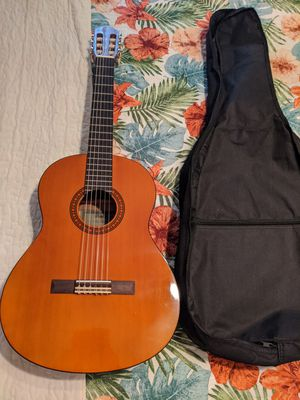 Excellent condition Yamaha guitar for Sale in Dallas, TX
