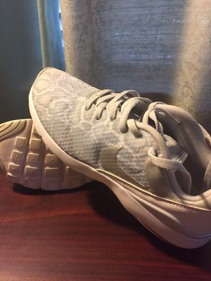 Women Nike shoes size 7,5 for Sale in Arlington, TX