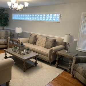 ** LIKE NEW LIVING/ FAMILY ROOM W/ FREE ITEM** for Sale in Dearborn, MI