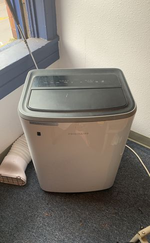 Frigidaire air conditioner with remote for Sale in Tacoma, WA