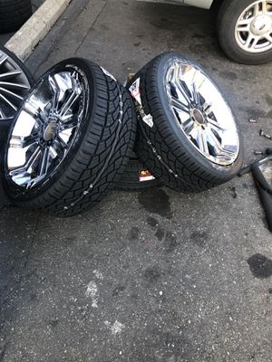 """22"""" in chrome rims 5 lug for Sale in Capitol Heights, MD"""