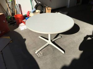 Nice sturdy round table for Sale in Queen Creek, AZ