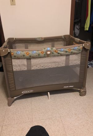 Baby play pen ( pack n play ) for Sale in Aliquippa, PA