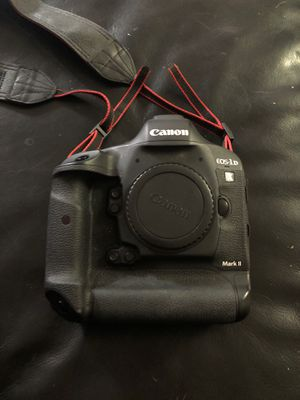 Canon 1dx mark ii dslr camera with 256gb & 120gb cfast 2.0 memory cards for Sale in Austin, TX