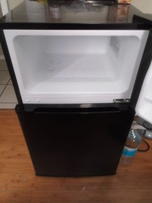 Energy suffiecent MINI FRIDGE !! for Sale in Los Angeles, CA