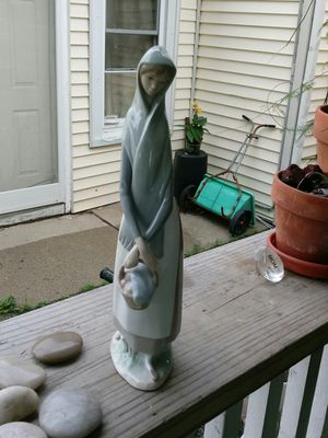 """Lladro porcelain figurine 13"""" tall for Sale in HOFFMAN EST, IL"""