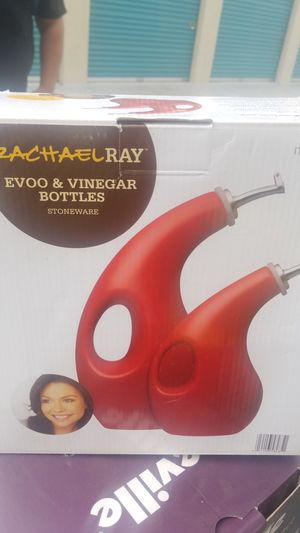 Rachel Ray Evoo and vinegar bottles for Sale in Milpitas, CA