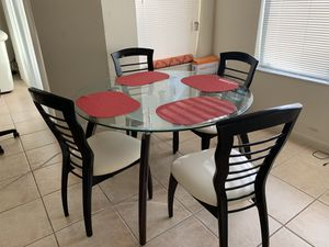Glass dining table in mint condition for Sale in Pompano Beach, FL