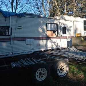 38 Ft Nomad. 5th Wheel for Sale in Vancouver, WA