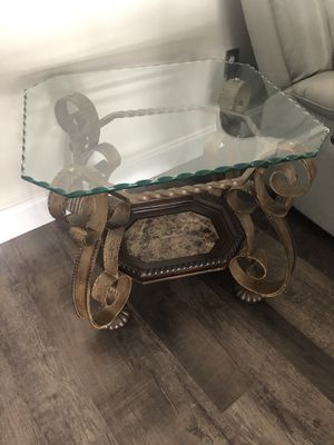Coffee table with end stands for Sale in Clermont, FL
