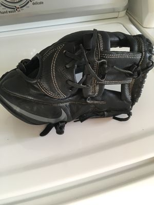 Nike MVP baseball glove for Sale in Lutherville-Timonium, MD