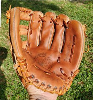 MAG LEAGUER 10 INCH LITTLE LEAGUE 1997 BASEBALL/ SOFTBALL GLOVE TOP GRAIN COWHIDE # LL 1997 for Sale in Pompano Beach, FL