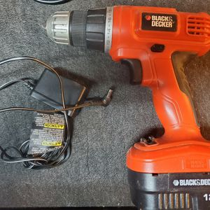 Black Decker 12v Cordless Drill With Charger for Sale in Modesto, CA