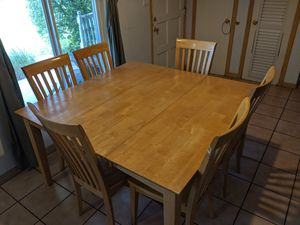 Dining room set and 6 chairs for Sale in Delray Beach, FL