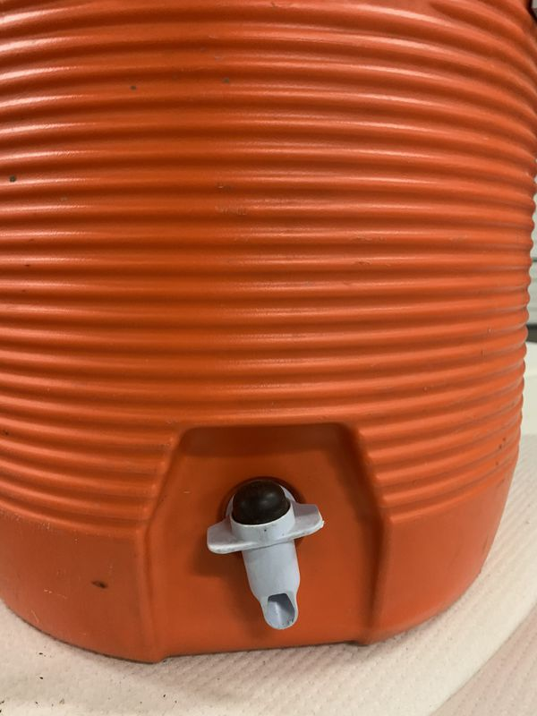 Rubbermaid Sports Water Container