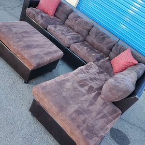 Comfortable Sectional Couch With Ottoman, for Sale in Glendale, AZ
