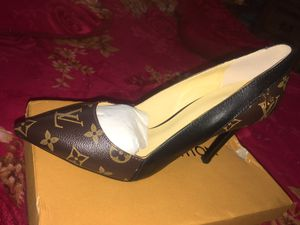 New Louis Vuitton high heels size 9 for Sale in Dallas, TX
