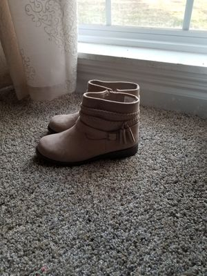 Gymboree girl boots size 2 for Sale in Fairview, TN