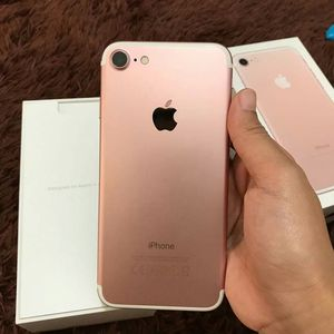 Iphone 7, 128GB Factory Unlocked..( Almost New Condition) for Sale in Springfield, VA