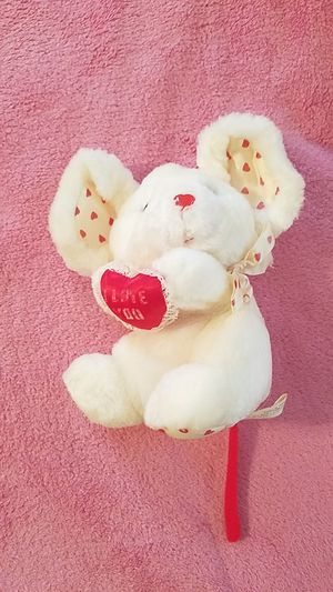 """Valentine's day white """"I love you"""" mouse for Sale in Williamsport, PA"""