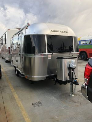 2018 airstream travel trailer 19ft bambi for Sale in Gresham, OR