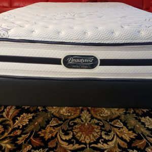 Queen Mattress Set Box Spring Bed Frame Simmons Beautyrest for Sale in Lynnwood, WA
