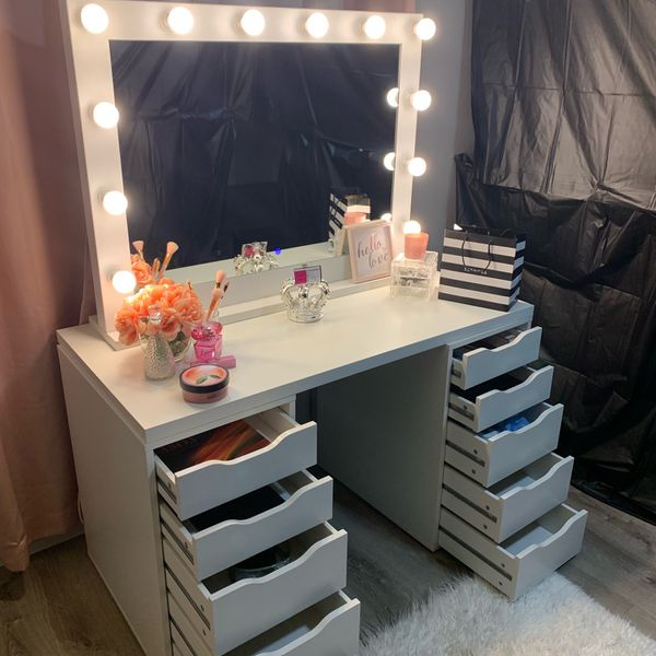 Hollywood Vanity Mirror With Table And Drawers