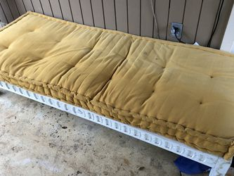 Lounge Bed Indoor/outdoor for Sale in Oregon City,  OR