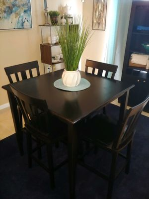 COUNTER HEIGHT SQUARE WOOD TABLE W/ (4) CHAIRS for Sale in Tampa, FL