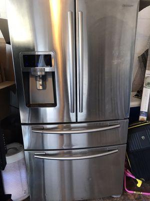Samsung French door refrigerator 4 door for Sale in Kissimmee, FL