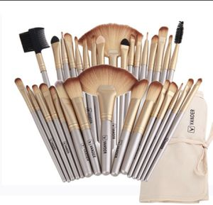 32 pc makeup brush set and case gold for Sale in Herriman, UT