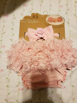 Diaper cover and bow for newborn pictures for Sale in Chicago, IL