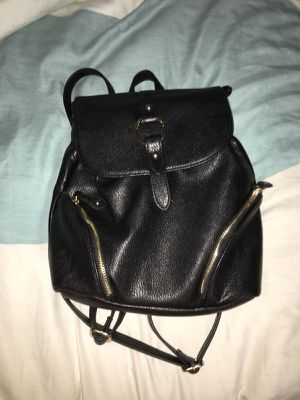 black fake leather back pack for Sale in Orlando, FL