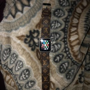 Apple Watch Series 3 (GPS) 38mm Silver for Sale in Magnolia, TX