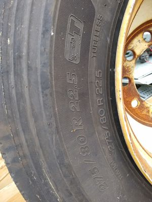 Michelin 275 80 22.5 trailer tire for Sale in Kirkwood, NJ