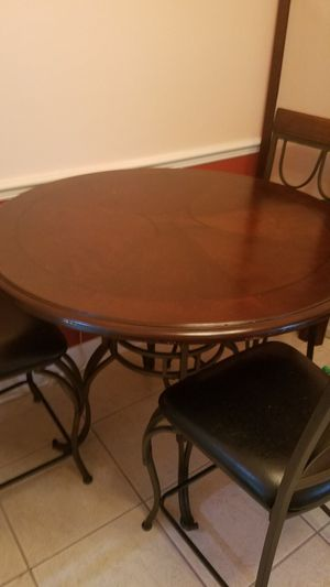 Table with 4 Chairs for Sale in Orlando, FL