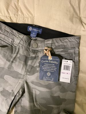 NWT Ladies faded green camo print size 6 for Sale in Tacoma, WA