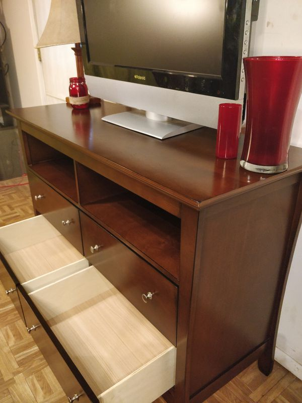 """Like New dresser/ TV stand for big TVs in great condition, all drawers sliding smoothly, pet free smoke free. L48""""*W18""""*H33"""""""