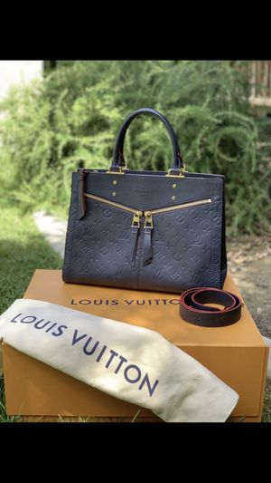 LIKE NEW LOUIS VUITTON SULLY MM COMES WITH DUST BAG AND BOX ONLY MESAGE ME IF INTERESTED THANK YOU for Sale in Fresno, CA