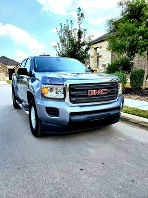 GMC canyon pickup truck 2018 with only 5500 miles!! for Sale in San Antonio, TX