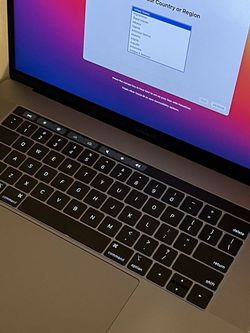MacBook Pro 15 2018 i7 for Sale in Queens,  NY
