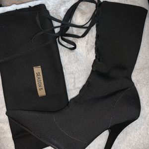 Yeezy Women Booties 37 Brand New for Sale in Chicago, IL