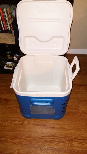 Igloo cooler for Sale in Dallas, TX