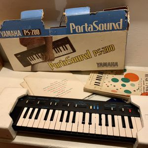 Vintage 1984 Yamaha PS-200 PortaSound Electronic Keyboard Synthesizer W/Box for Sale in Far Hills, NJ